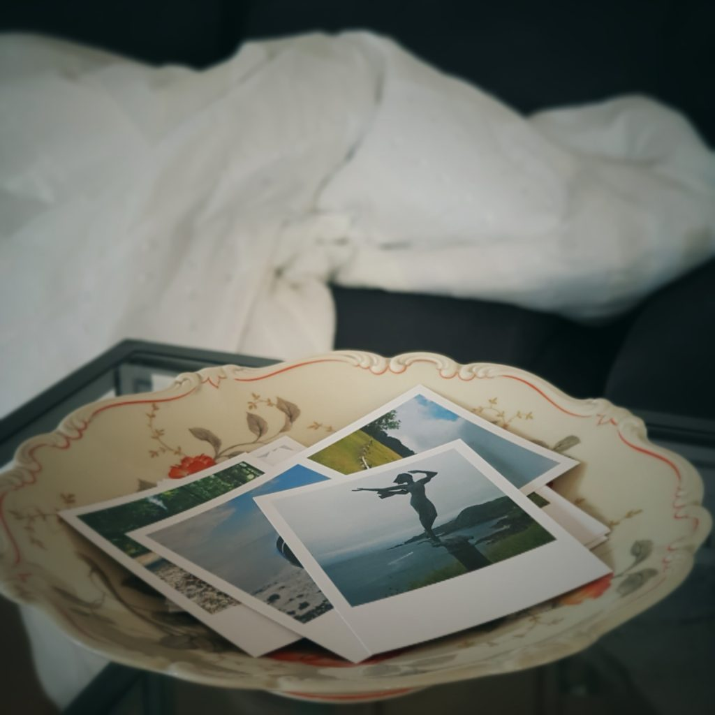 Schale mit Fotos