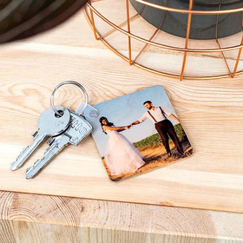 Schlüsselanhänger aus Holz mit Hochzeitsfoto