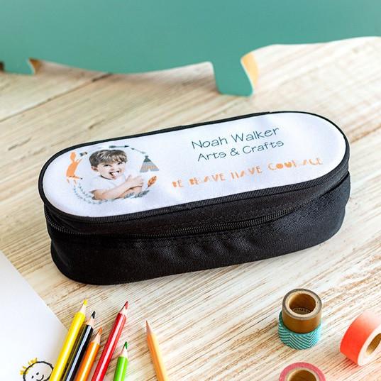 ovales Stifte-Etui mit Foto auf dem Deckel